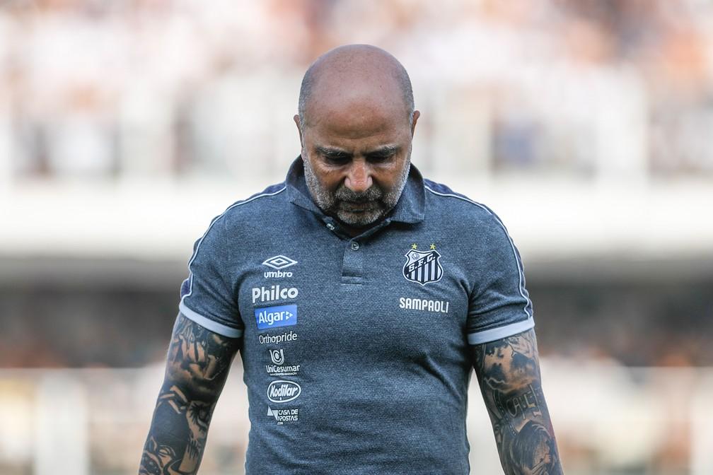 Santos de Sampaoli não jogou bem contra o Athletico e tropeçou na Vila Belmiro novamente — Foto: Ricardo Moreira/BP Filmes.