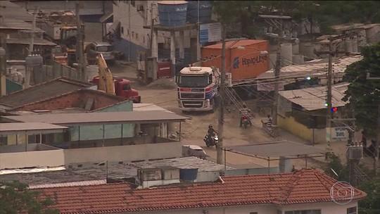 Caminhoneiros são mantidos reféns durante roubo de cargas no Rio de Janeiro