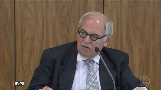 Corpo de Marco Aurélio Garcia, ex-assessor de Lula e Dilma, é velado em SP