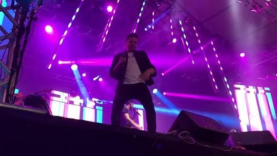 Wesley Safadão faz show dançante com direito a parabéns ao craque Falcão na Festa Junina de Votorantim