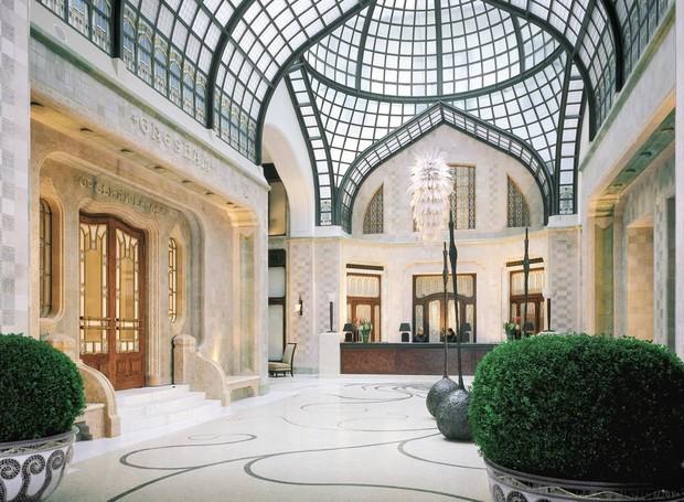 O teto de vidro dá um ar elegante e moderno (Foto: Four Seasons/  Reprodução)