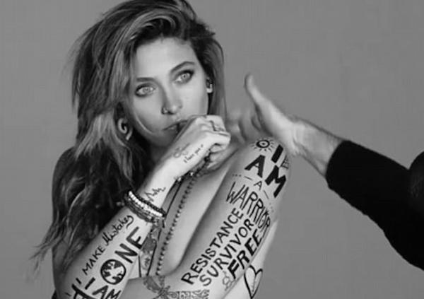A jovem Paris Jackson em ensaio para campanha da Fundação Elizabeth Taylor (Foto: Instagram)