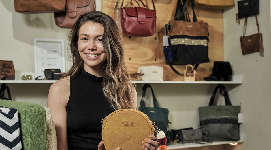 A Maduu é uma marca de bolsas e acessórios que trabalha apenas com matéria-prima vegana (Foto: Divulgação/ Sebrae )