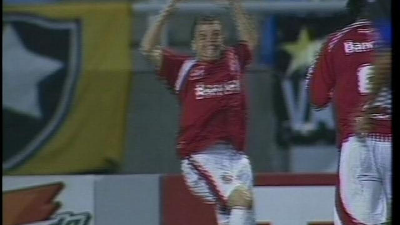 A primeira vez: D'Alessandro marca o primeiro gol pelo Inter contra o Botafogo