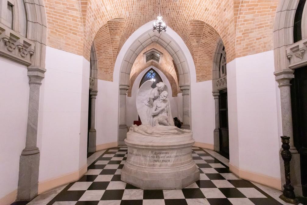 Estátua de Francisco Leopoldo e Silva foi produzida em Roma e transportada para a Cripta da Catedral da Sé — Foto: Celso Tavares/G1