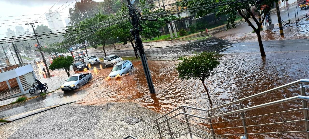 Chuva causa pontos de alagamento em Piracicaba