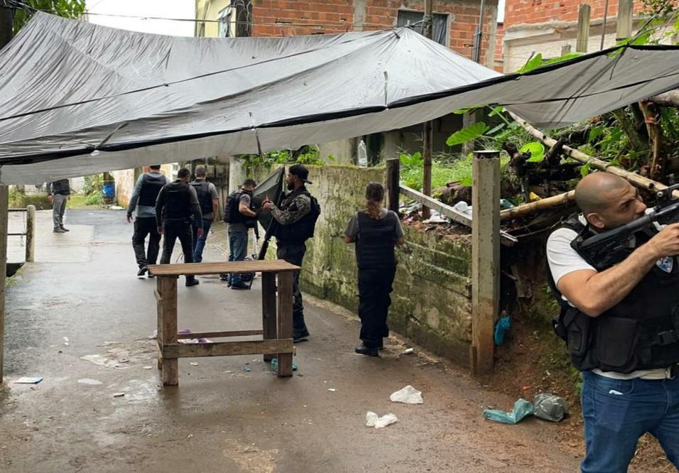 Operação da Polícia Civil contra o tráfico de drogas termina uma mulher presa em Angra dos Reis