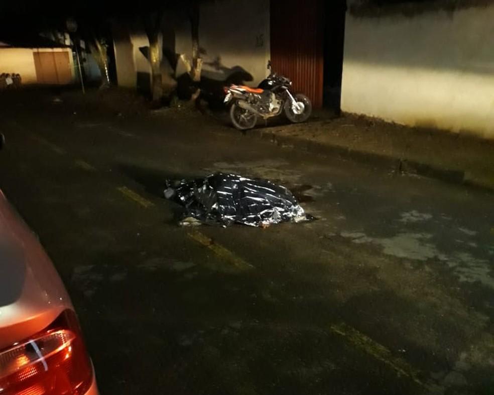 Homem foi baleado quando retornava para casa — Foto: Corpo de Bombeiros/Divulgação