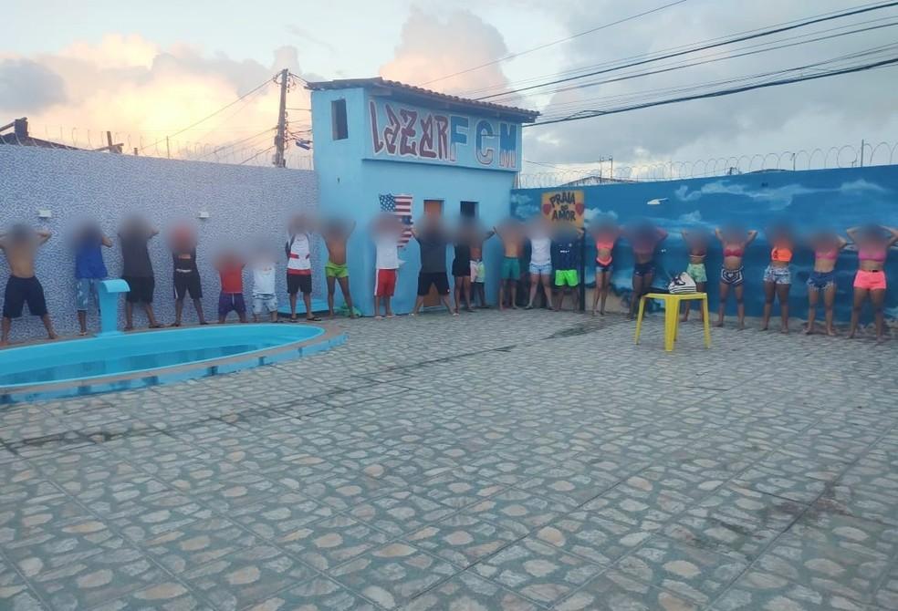 Grupo foi levado a delegacia após ser flagrado em descumprimento a decreto de isolamento social rígido no RN — Foto: Cedida