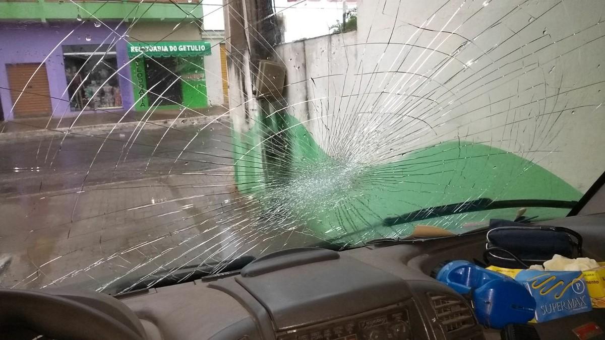 Ambulância é alvo de vandalismo em São Francisco de Itabapoana, no RJ