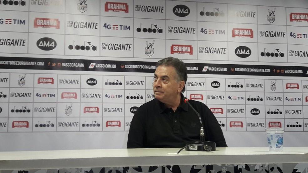 Paulo Pelaipe em entrevista que anunciou a saída de Zé Ricardo (Foto: Bruno Giufrida/GloboEsporte.com)