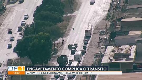 Engavetamento complica o trânsito na Avenida Hélio Prates