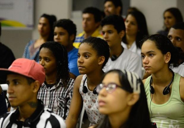Razões para esse cenário, de acordo com o estudo, são problemas com habilidades cognitivas e socioemocionais, falta de políticas públicas, obrigações familiares com parentes e filhos, entre outros (Foto: Fernando Frazão/Agência Brasil)