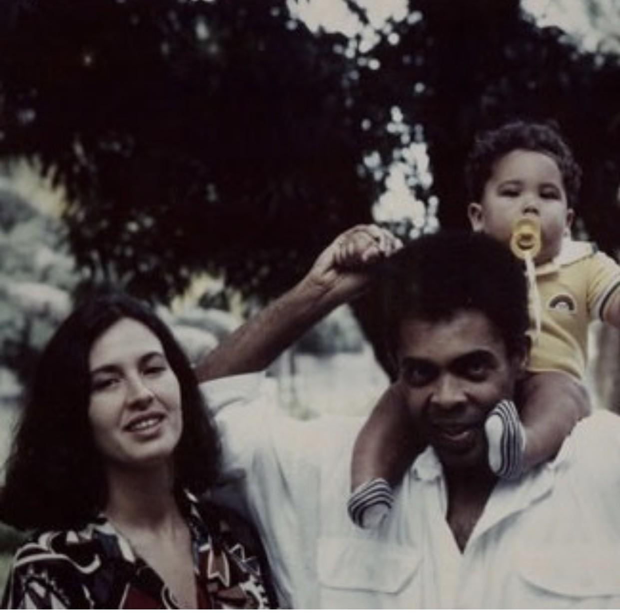 Com o primeiro filho que tiveram juntos, Bem (Foto: Reprodução Instagram)