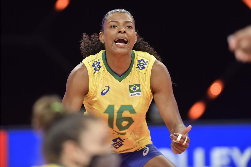 Fernanda Garay foi um dos destaques da vitória do Brasil sobre o Canadá na Liga das Nações — Foto: Divulgação/FIVB