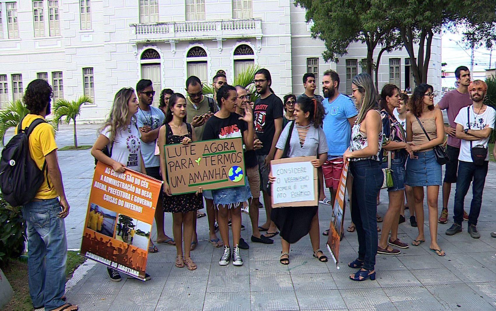 Manifestantes protestam em Aracaju em defesa da Amazônia - Notícias - Plantão Diário