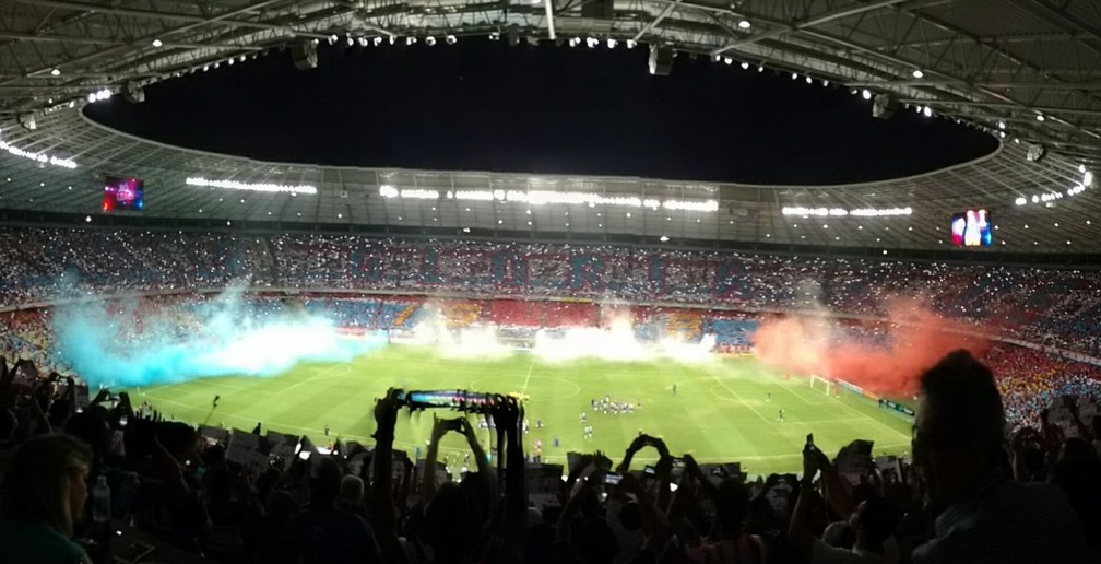 Dentro do estádio, torcedor do Leão deu show (Foto: Juscelino Filho)
