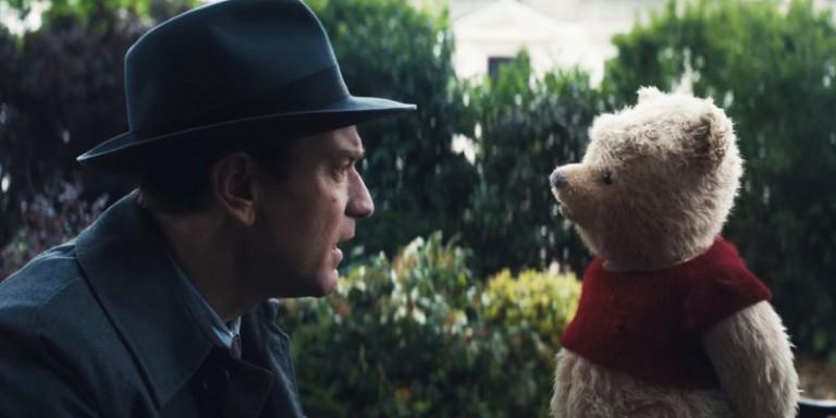 Ewan McGregor em cena com o ursinho Pooh em Christopher Robin: Um Reencontro Inesquecível (Foto: Divulgação)
