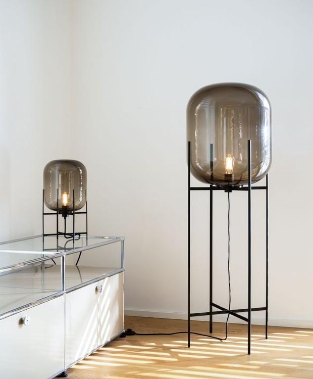 A luminária de chão Oda, para a marca Pulpo, é inspirada em torres de água. Mais uma prova de que o anseio de Herkner por autenticidade pode buscar como fonte a simplicidade (Foto: Reprodução Pinterest)