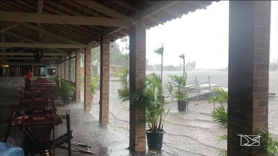 Tempestade deixa cidade alagada no Maranhão