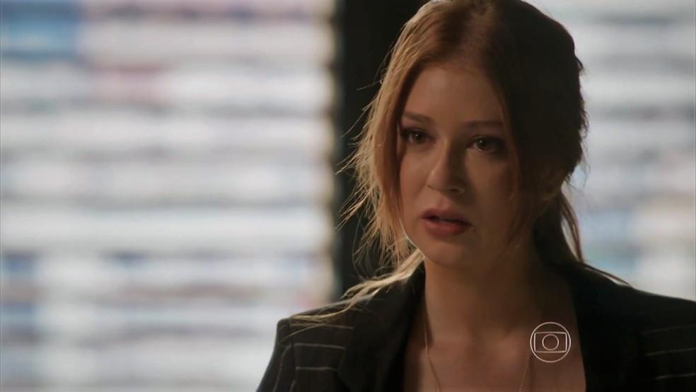 Eliza (Marina Ruy Barbosa) se desespera em conversa com Dino (Paulo Rocha) — Foto: TV Globo
