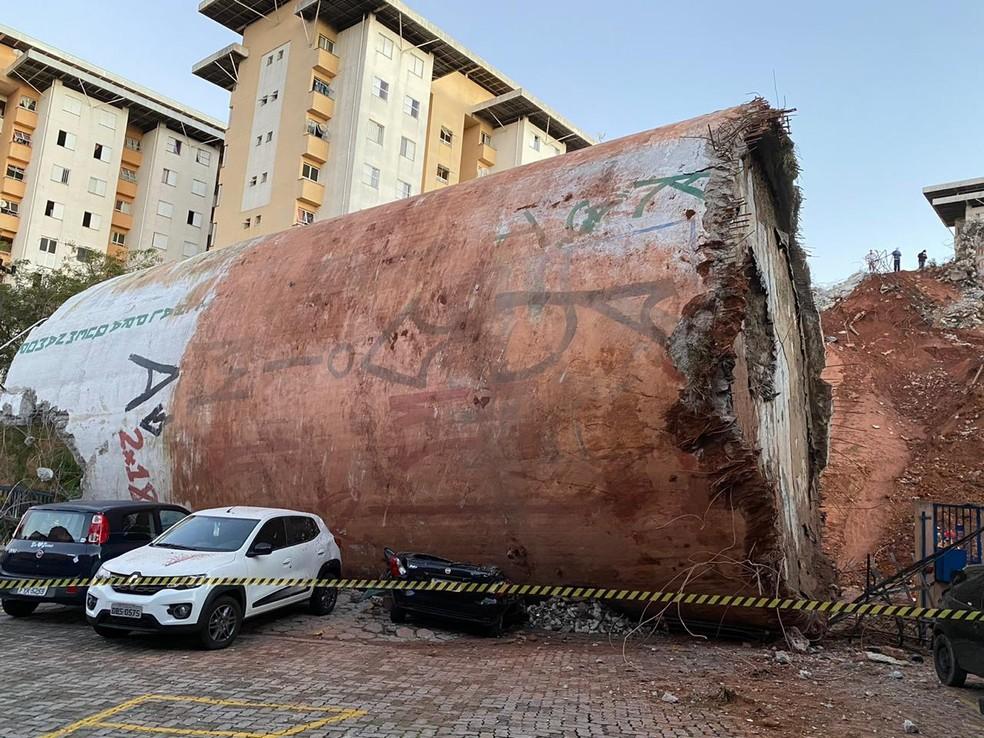 Desabamento de caixa d'água em Diadema, na Grande SP, ocorreu ao lado de conjunto habitacional — Foto: Abraão Cruz/TV Globo