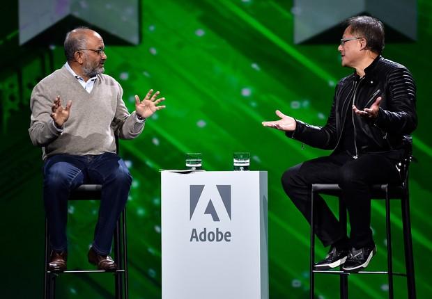O CEO da Adobe, Shantanu Narayen, conversa com Jensen Huang, CEO da Nvidia (Foto: Divulgação)