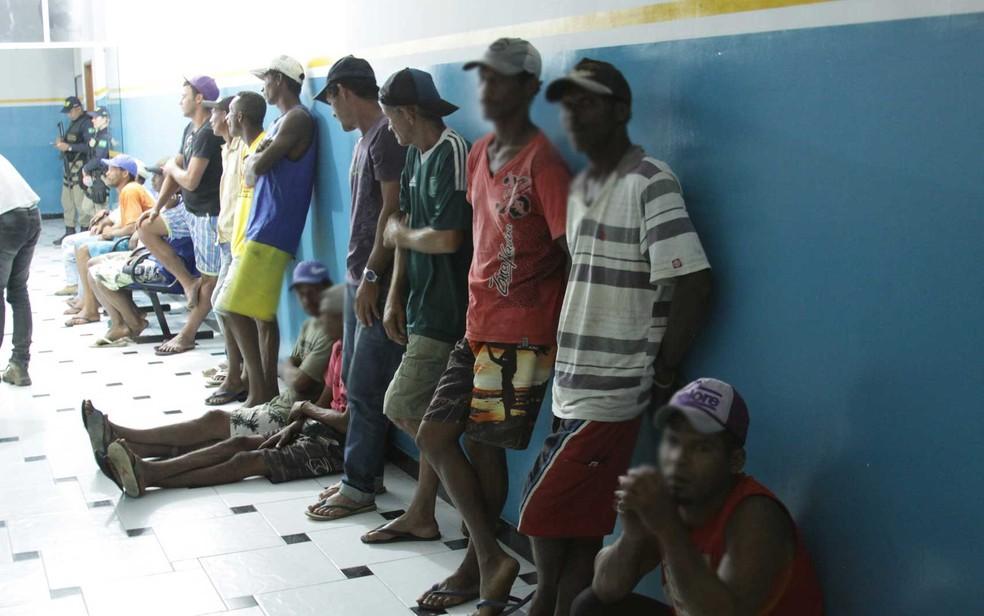 Após serem resgatados, trabalhadores foram ouvidos e relataram as situações de trabalho em fazenda no sudoeste da Bahia (Foto: Divulgação/MPT)