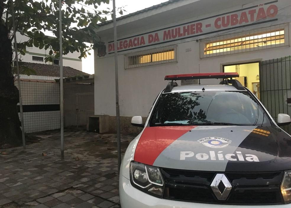 Caso foi registrado na Delegacia de Defesa da Mulher, em Cubatão, SP — Foto: Renan Fiuza/G1