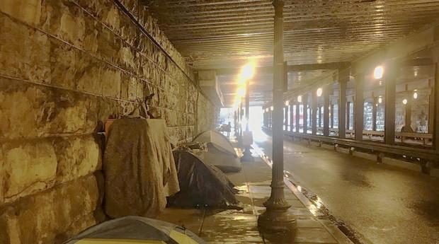 Moradores de rua ajudados por Siah Kamano (Foto: Estadão Conteúdo)