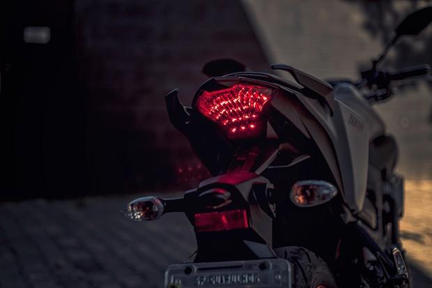 Lanterna traseira de led tem bom poder de iluminação (Foto: Daniel das Neves / Autosporte)