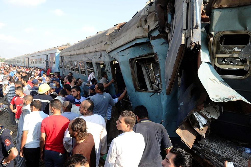 Colisão entre trens no Egito deixa mortos (Foto: AFP)