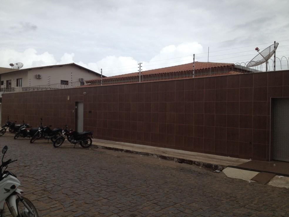 Empresário tinha mais 130 imóveis para aluguel, segundo colegas e amigos (Foto: Isac Macêdo/TV Verdes Mares)