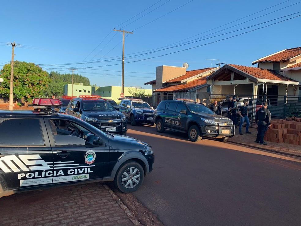 Cerca de 20 policiais cumpriram cumpridos 4 mandados de prisão e 6 mandados de busca e apreensão. — Foto: Divulgação/Polícia Civil