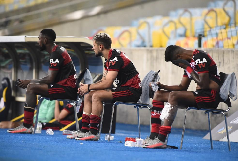 Gerson, Arrascaeta e Bruno Henrique foram substituídos no segundo tempo — Foto: André Durão