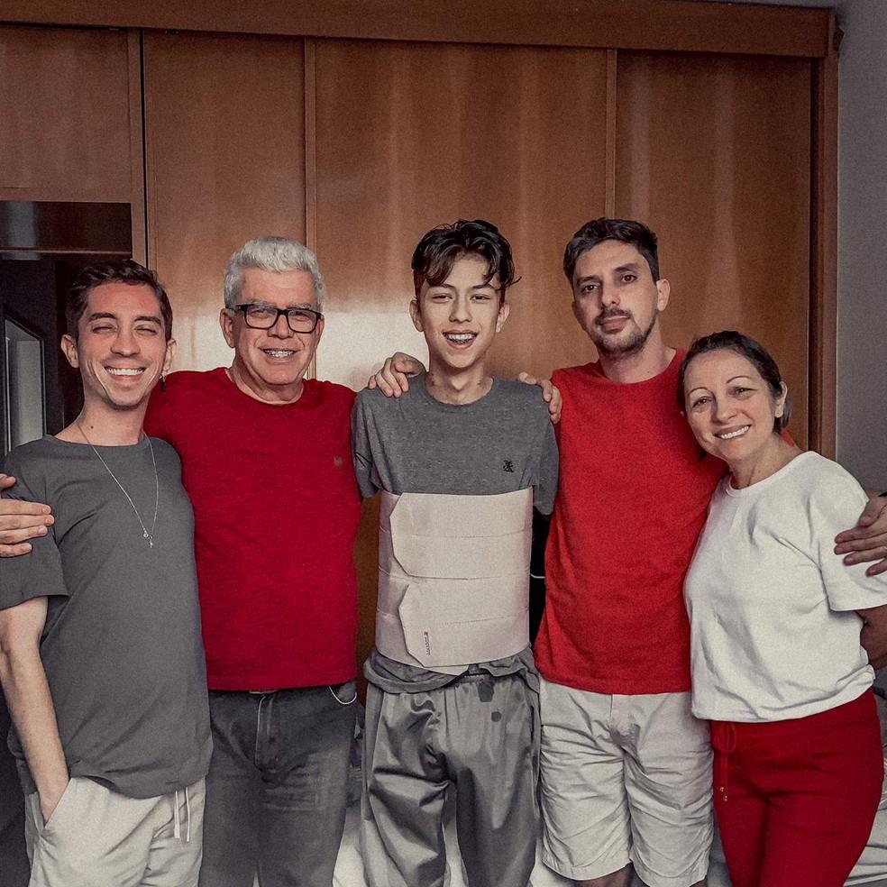Michael é o mais novo de três irmãos. Na família dele não há histórico de doenças no fígado  — Foto: arquivo pessoal