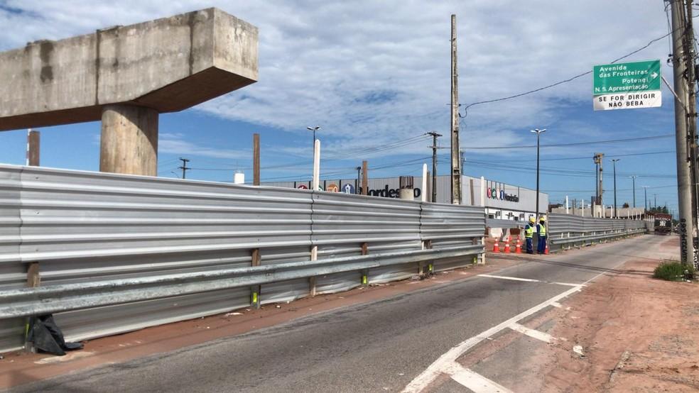 Assalto aconteceu em trecho que sofre afunilamento por conta de obras em Igapó — Foto: Geraldo Jerônimo/Inter TV Cabugi