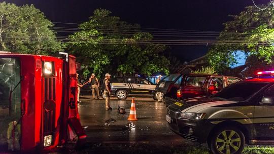 Morte em acidente de caminhão na estrada marca trama de 'Pega Pega'