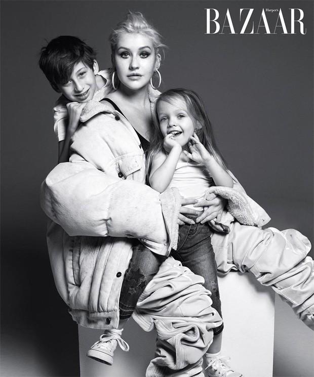 Christina Aguilera com os filhos, Max e Summer (Foto: Mario Sorrenti)