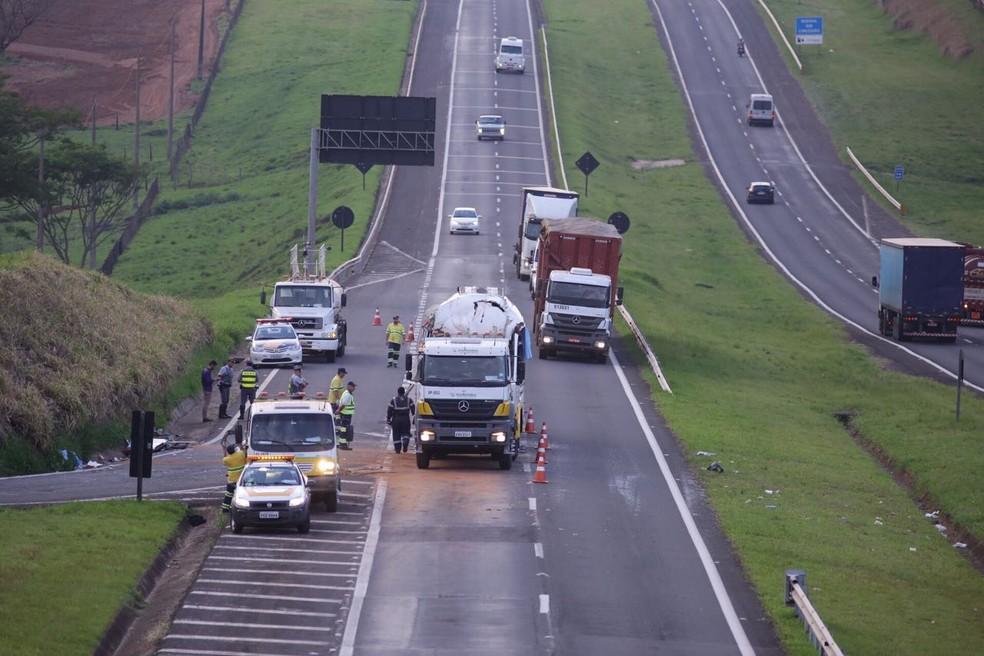 Pista está parcialmente liberada para o trânsito no sentido Lins-Araçatuba (Foto: J.Serafim Show / Divulgação )