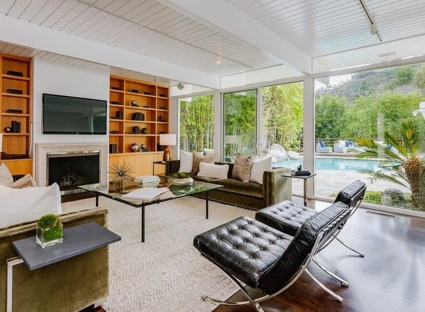 A casa já passou por reformas e redecorações para garantir um visual moderno (Foto: Homes.com)