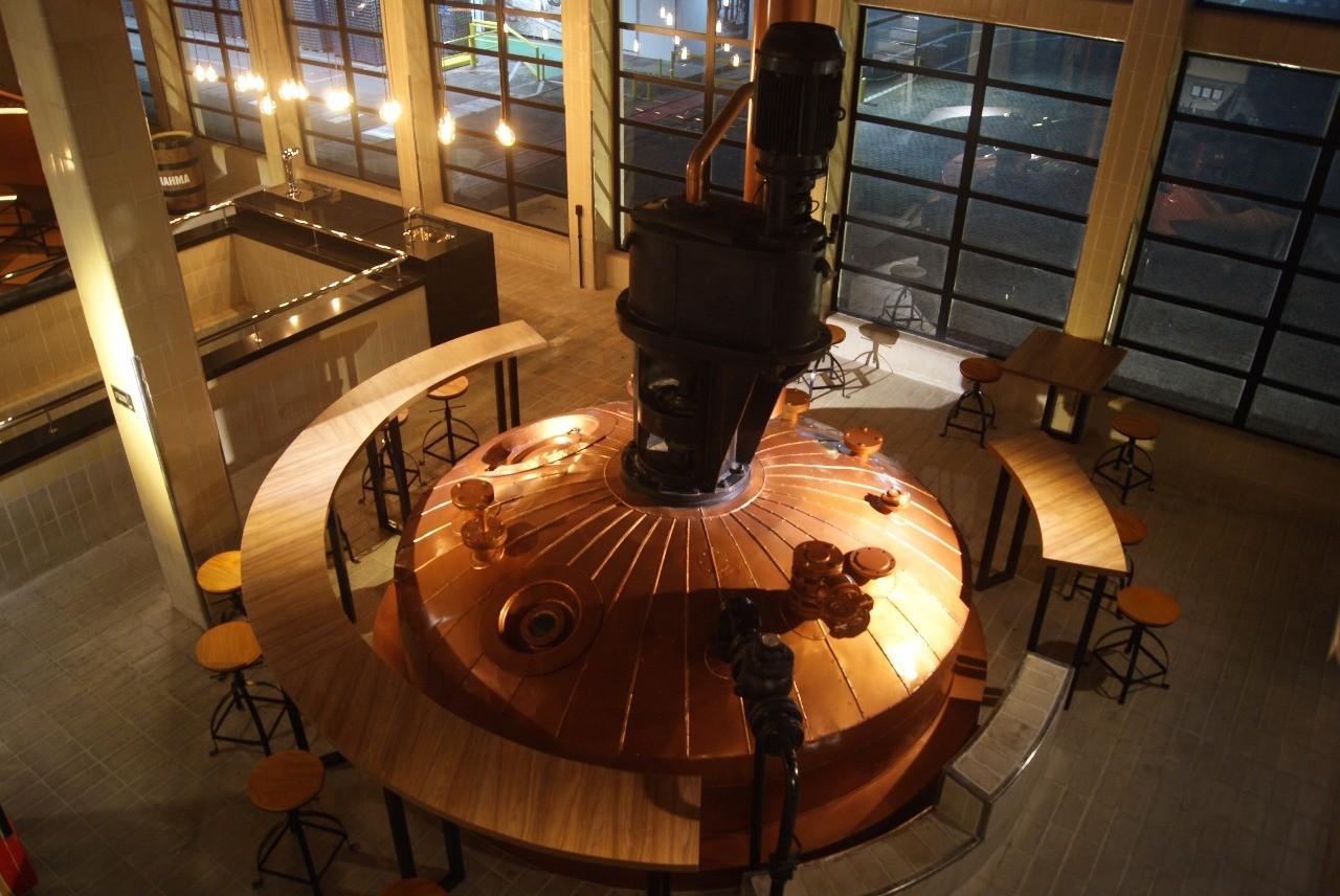 Alambique instalado na Cervejaria Ambev em Agudos (Foto: Divulgação)