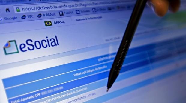 Recolhimento de impostos na contratação dos empregados domésticos pelo eSocial começou em novembro de 2015. Patrões reclamaram da emissão das guias, devido a problemas no site  (Foto: Agência Brasil)