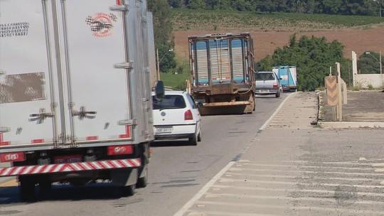 Falta de balanças de fiscalização traz riscos para motoristas em estradas do Sul de MG