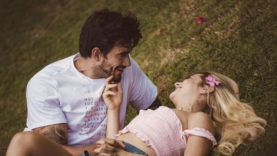 Gabi Martins e o ex Gui Napolitano garantem que são apenas amigos e falam sobre beijão no clipe 'Covardia'