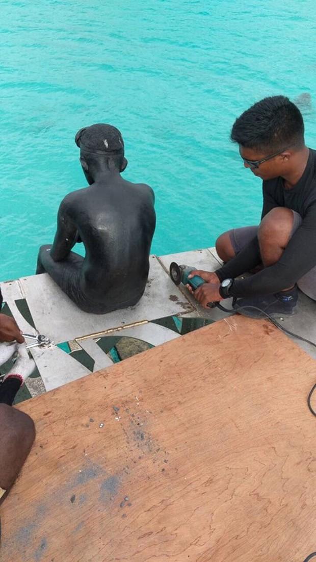"""Galeria de arte submersa é destruída por polícia por ser considerada """"ofensiva ao Islã"""" (Foto: Reprodução)"""