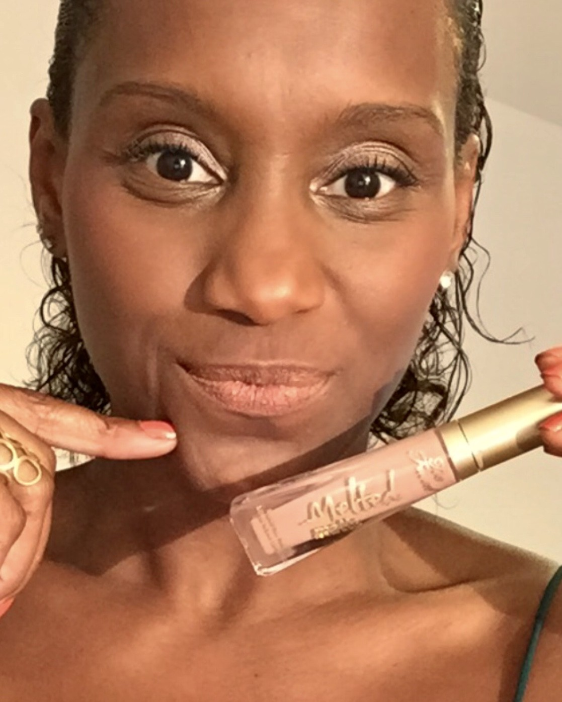 Batons nude para pele negra: Melted matte Liquified Holy Chic, Too Faced (Foto: Arquivo pessoal)