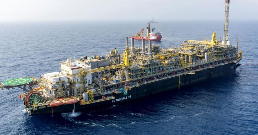 Resultado de imagem para Petrobras rescinde contrato com escritório de presidente da OAB
