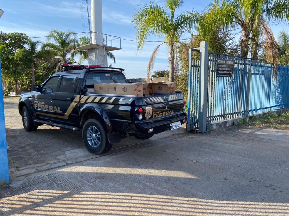Material foi levado para a sede da Polícia Federal em Marília — Foto: Fernanda Marion / TV TEM