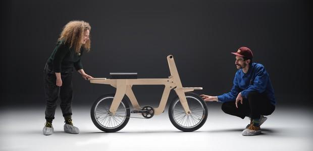 Estúdio espanhol cria bicicleta de madeira que pode ser construída por qualquer pessoa (Foto: Lopez de Zubiria)